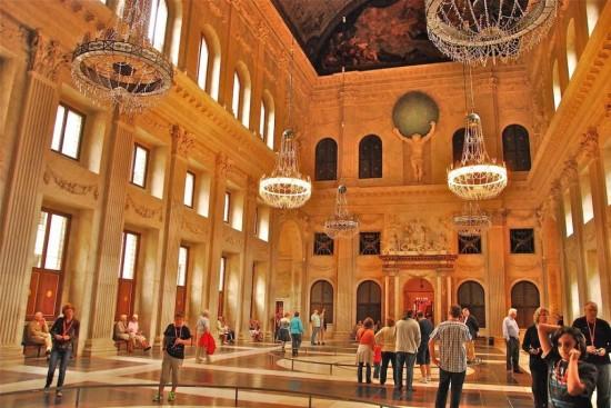 Королевский дворец в Амстердаме - внутри