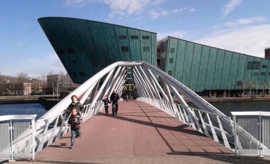 Музей NEMO - мост