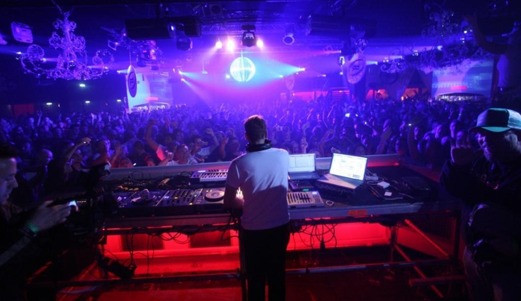Работают ночные клубы в воронеже синица клуб москва
