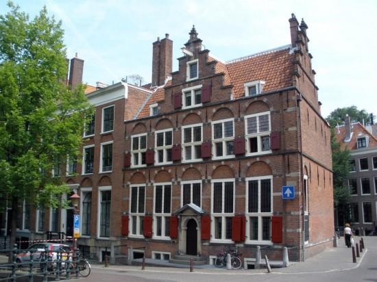 Дом на трех каналах в Амстердаме1