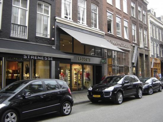 Торговая улица  Hooftstraat в Амстердаме1