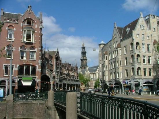 Улица Радхёйзстрат в Амстердаме