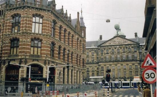 Улица Радхёйзстрат в Амстердаме3